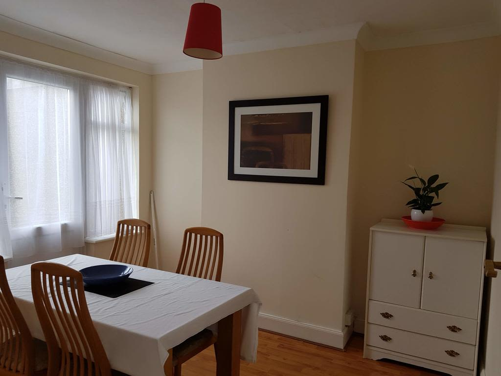image 7 furnished 3 bedroom Apartment for rent in Luton, Bedfordshire