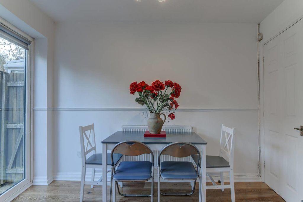 image 3 furnished 2 bedroom Apartment for rent in Wythenshawe, Manchester