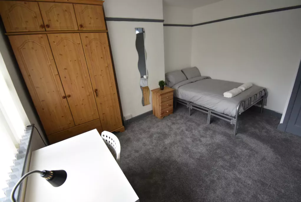 image 5 furnished 4 bedroom Apartment for rent in Foleshill, Coventry