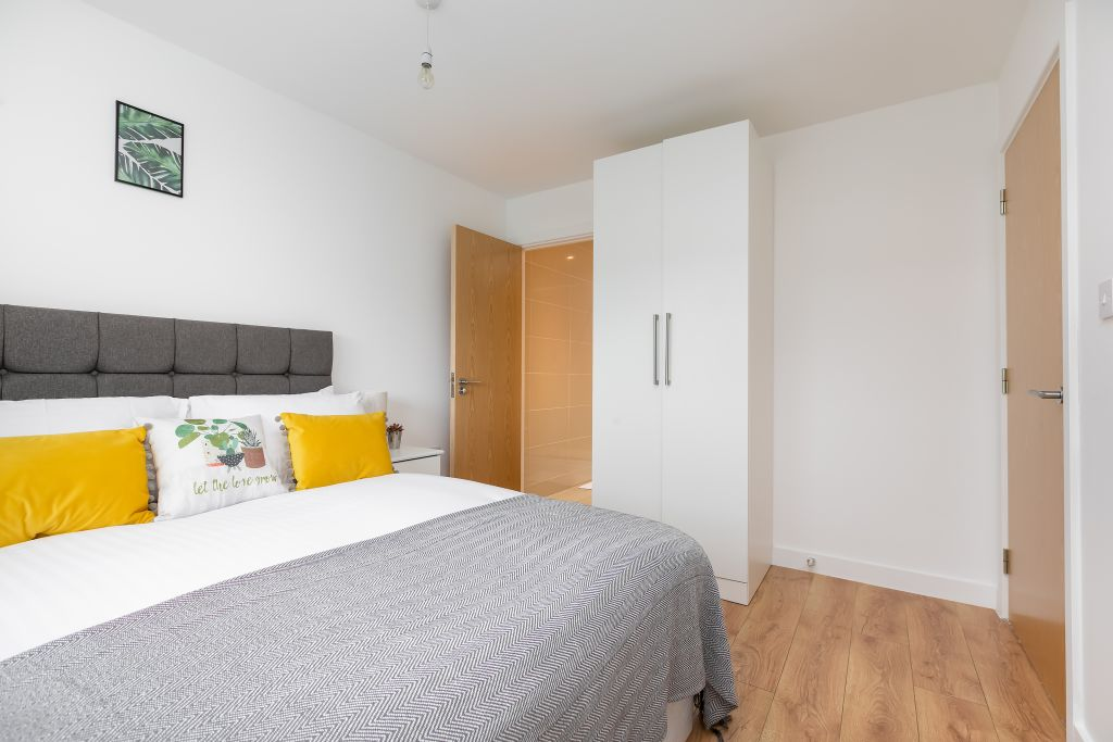 image 3 furnished 2 bedroom Apartment for rent in Enfield Town, Enfield
