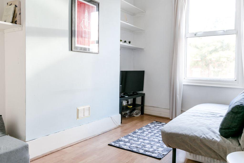 image 1 furnished 1 bedroom Apartment for rent in Stoke Newington, Hackney