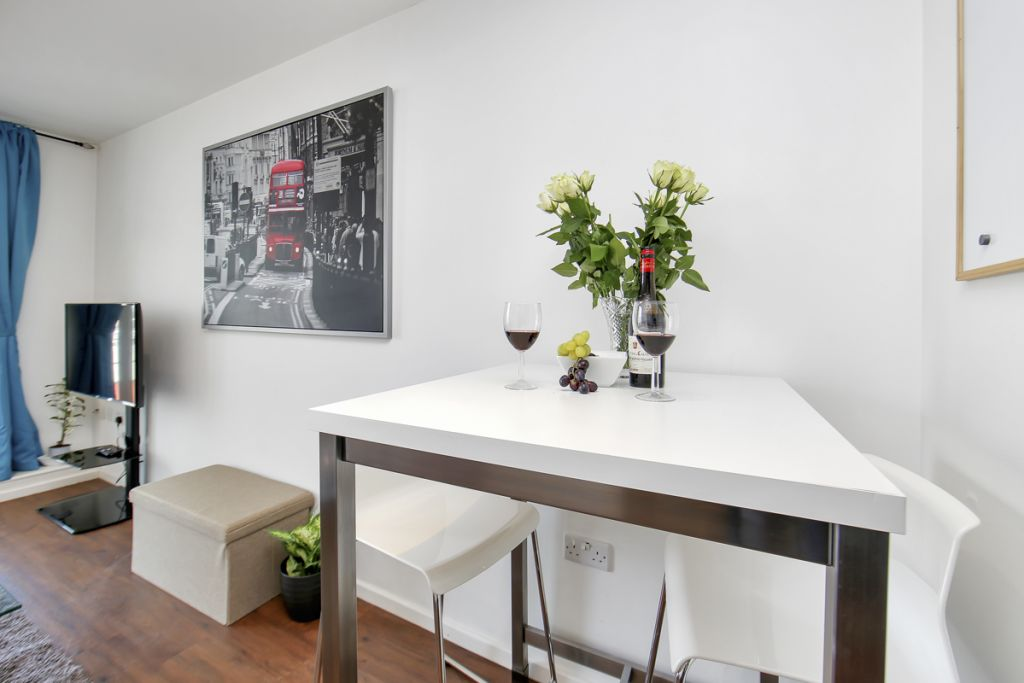image 4 furnished 1 bedroom Apartment for rent in Canning Town, Newham
