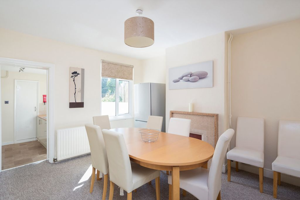 image 3 furnished 3 bedroom Apartment for rent in Medway, Kent
