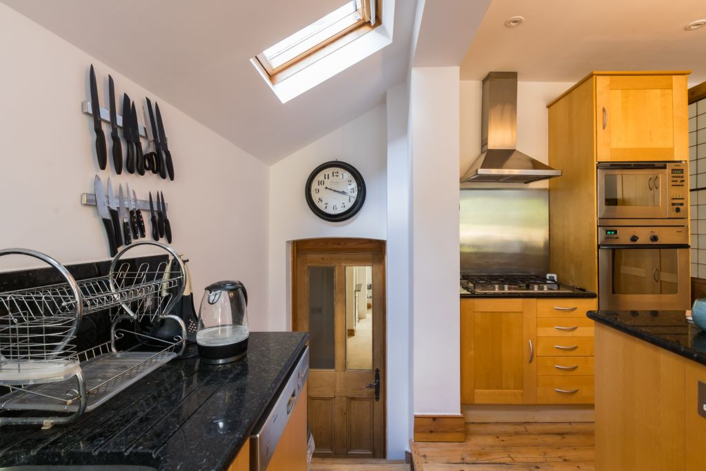image 8 furnished 4 bedroom Apartment for rent in Sands End, Hammersmith Fulham