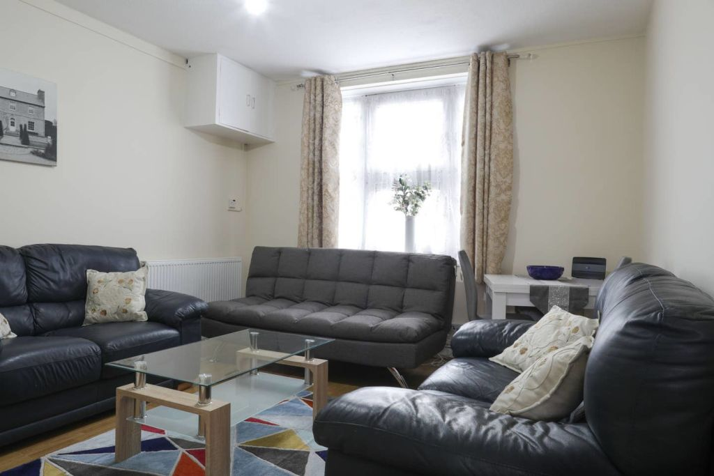image 1 furnished 1 bedroom Apartment for rent in Stoke Newington, Hackney