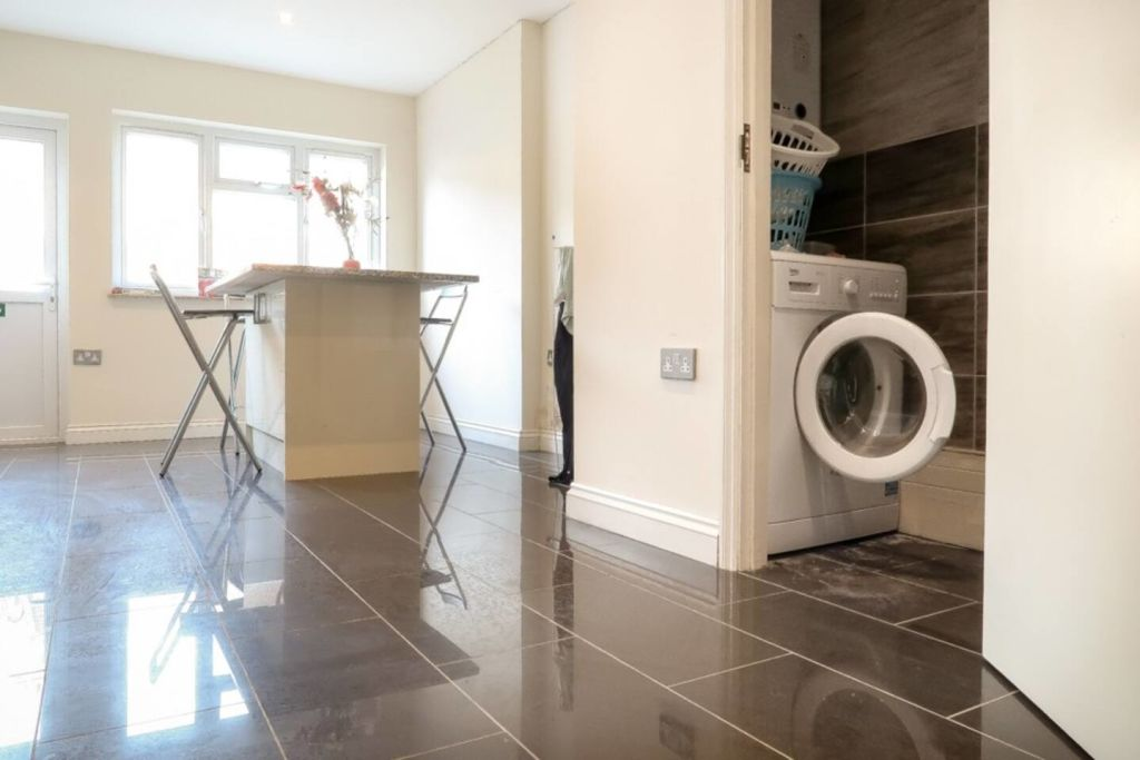 image 6 furnished 1 bedroom Apartment for rent in Plaistow, Newham