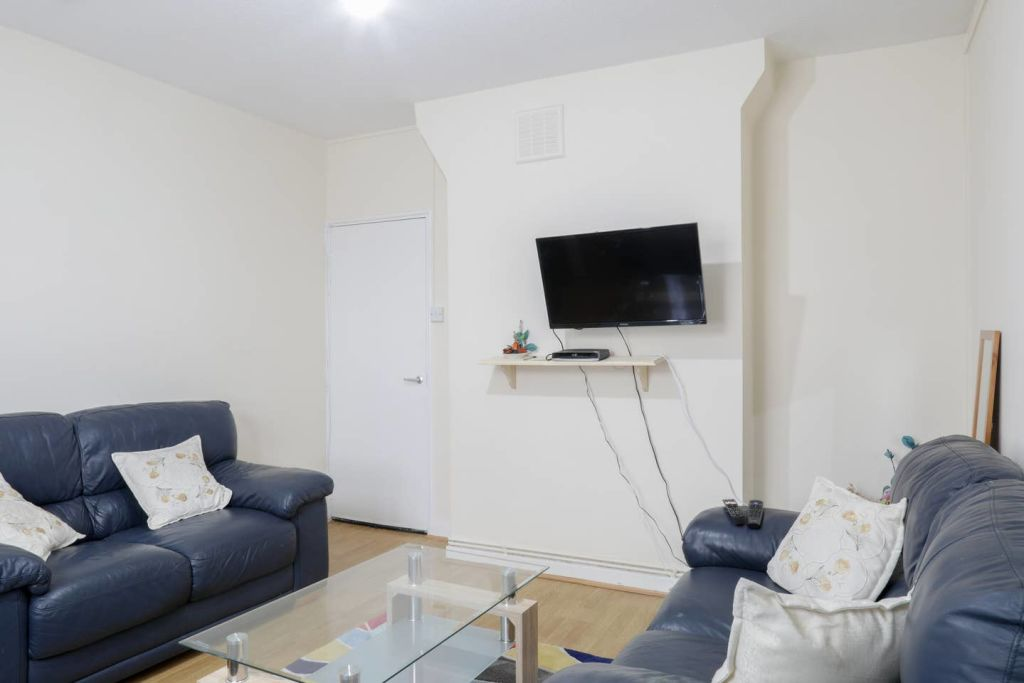 image 6 furnished 1 bedroom Apartment for rent in Stoke Newington, Hackney
