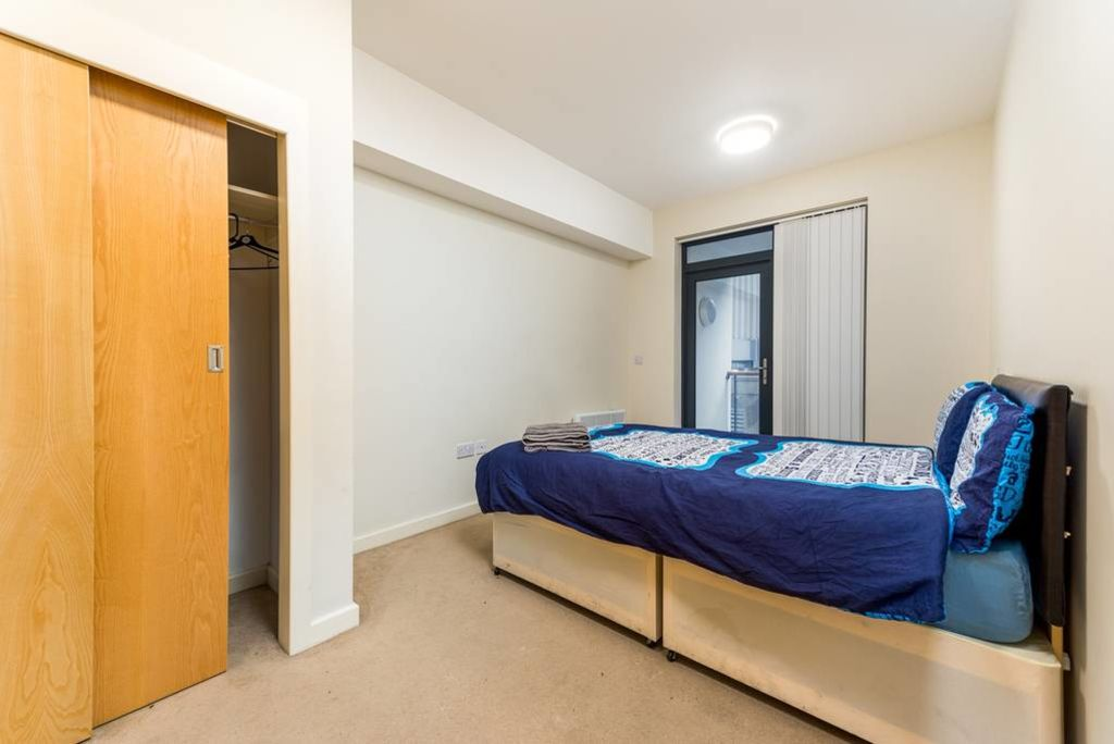 image 5 furnished 3 bedroom Apartment for rent in Stockwell, Lambeth