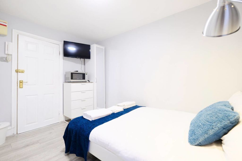 image 2 furnished 1 bedroom Apartment for rent in Acton, Ealing
