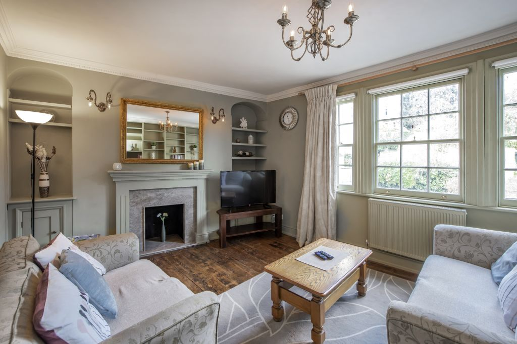 image 1 furnished 2 bedroom Apartment for rent in South Wimbledon, Merton