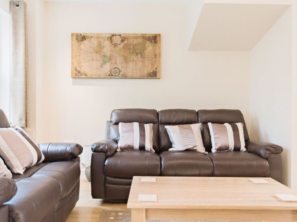 image 3 furnished 3 bedroom Apartment for rent in South Wimbledon, Merton