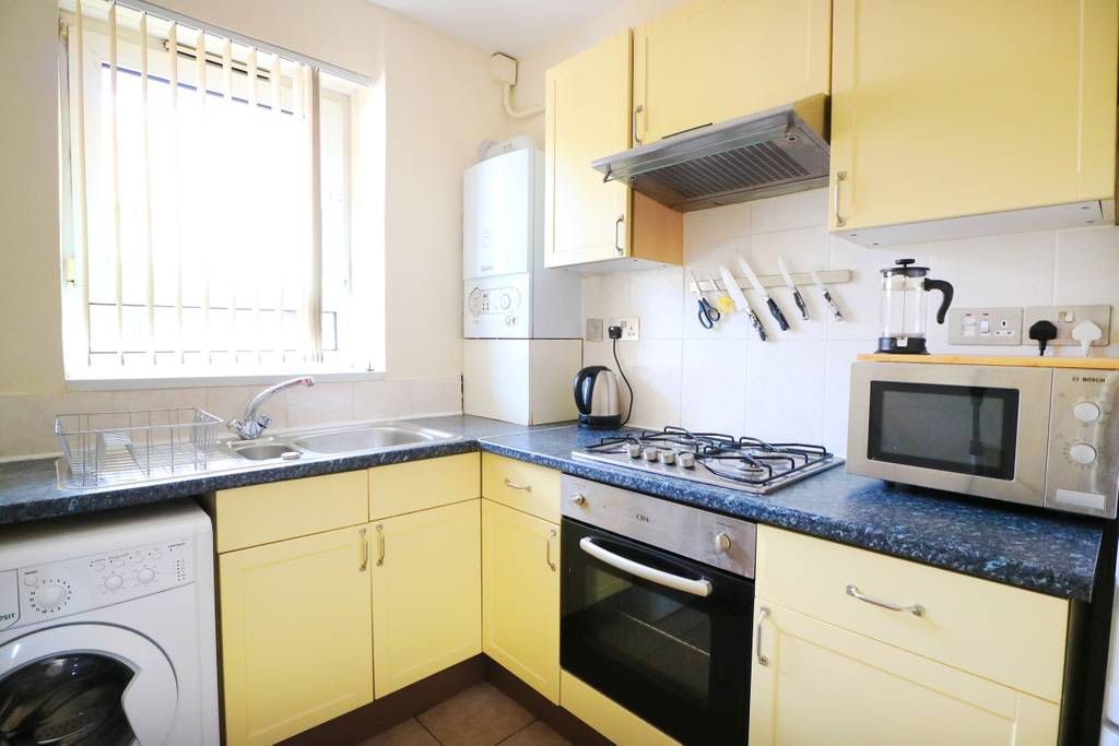 image 6 furnished 3 bedroom Apartment for rent in Spitalfields, Tower Hamlets