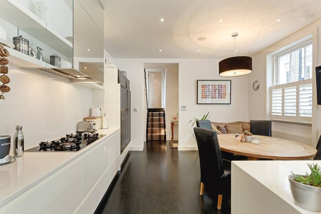 image 3 furnished 4 bedroom Apartment for rent in Chelsea, Kensington Chelsea