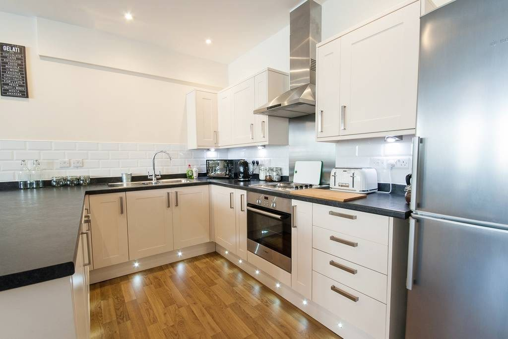 image 1 furnished 3 bedroom Apartment for rent in Clifton East, Bristol