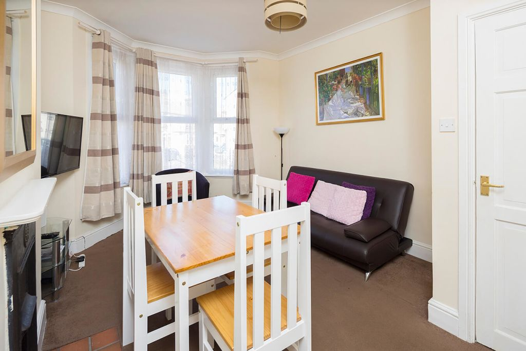 image 1 furnished 3 bedroom Apartment for rent in Medway, Kent