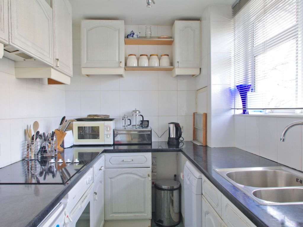 image 4 furnished 2 bedroom Apartment for rent in Sands End, Hammersmith Fulham