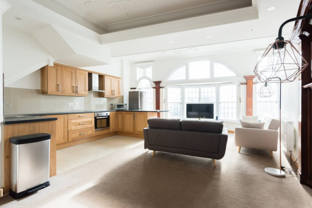 image 2 furnished 3 bedroom Apartment for rent in Clifton, Bristol