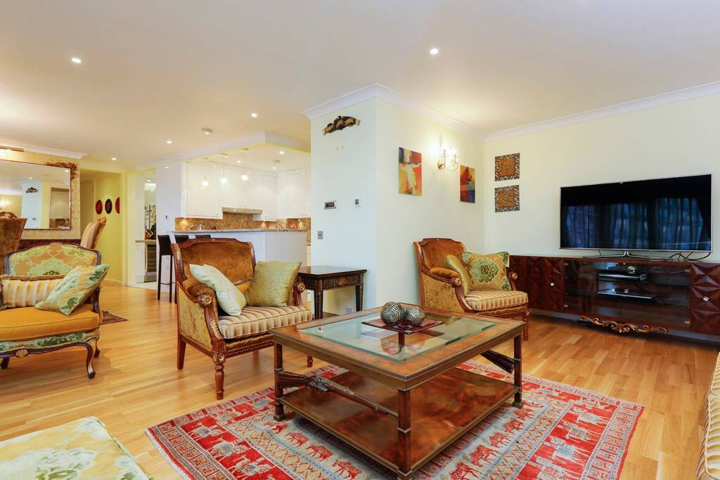 image 7 furnished 3 bedroom Apartment for rent in Cubitt Town, Tower Hamlets