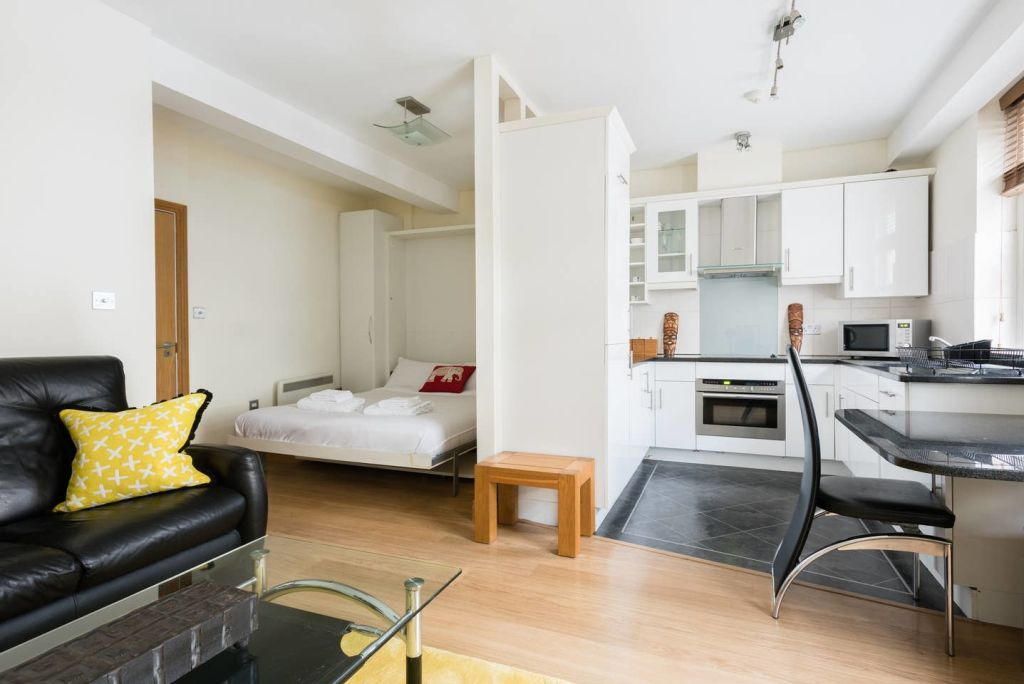 image 4 furnished 1 bedroom Apartment for rent in Cheap, City of London