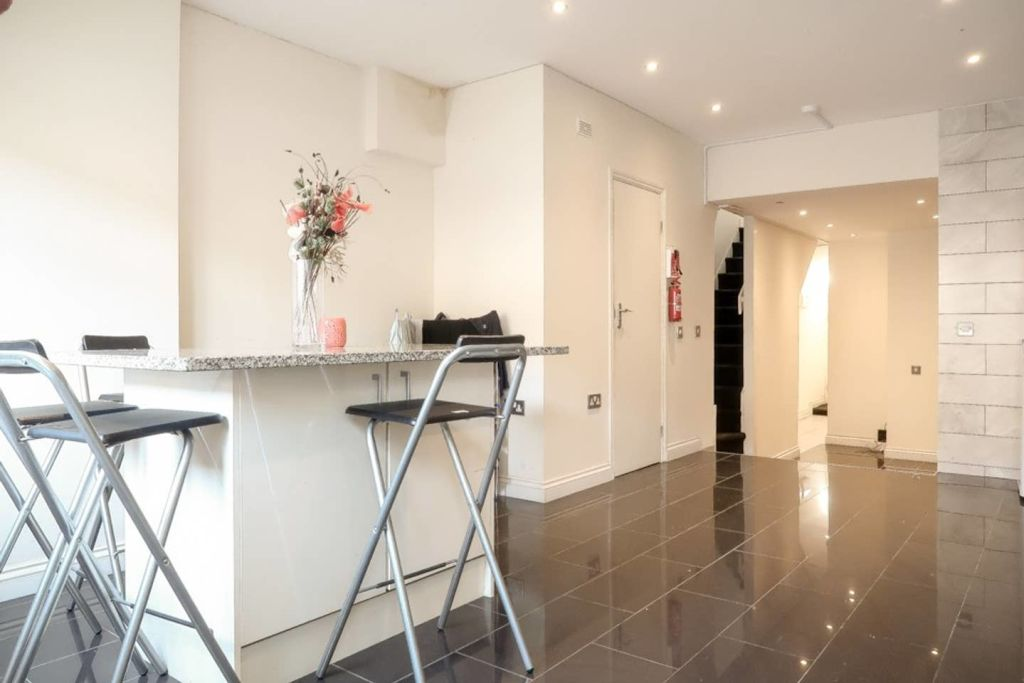 image 8 furnished 1 bedroom Apartment for rent in Plaistow, Newham