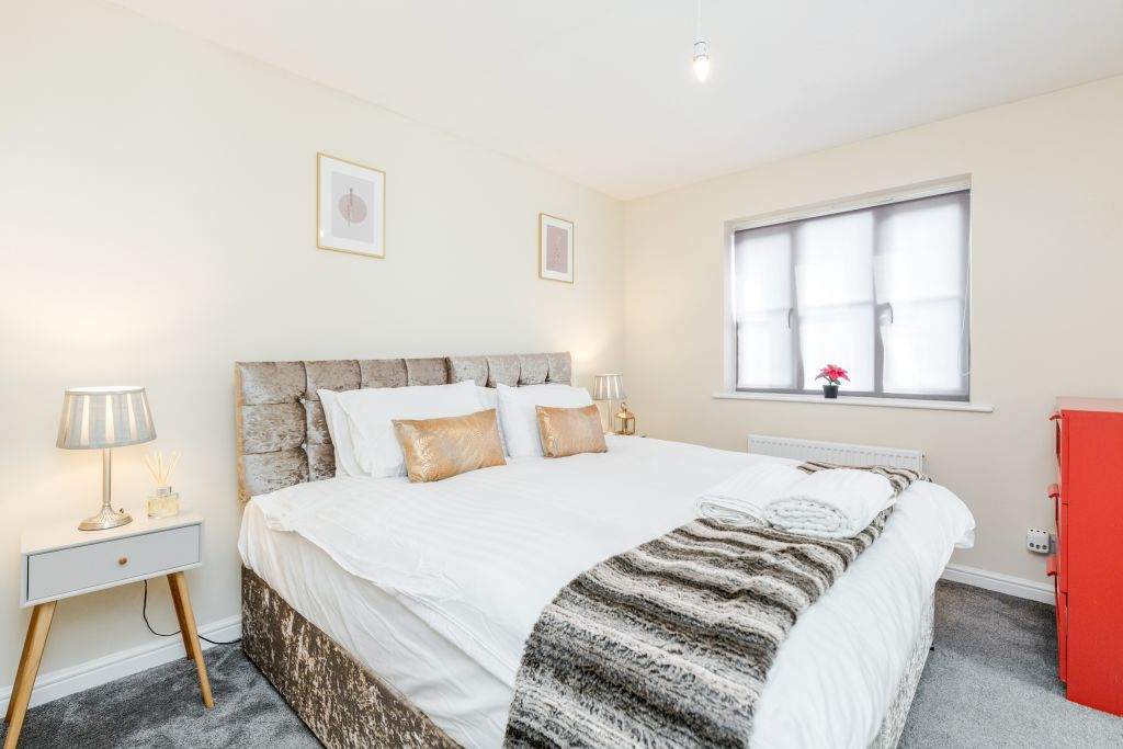image 3 furnished 3 bedroom Apartment for rent in Thurrock, Essex