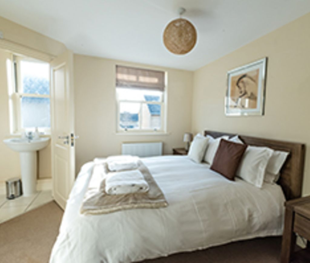 image 5 furnished 4 bedroom Apartment for rent in South Wimbledon, Merton