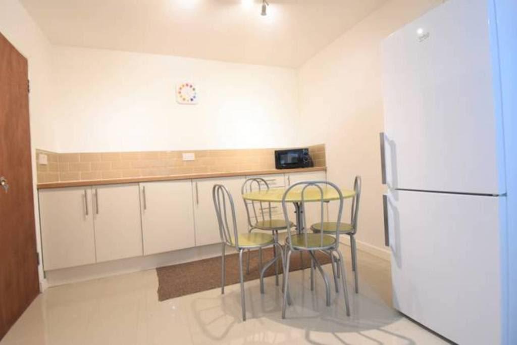 image 9 furnished 4 bedroom Apartment for rent in Sydenham, Belfast City