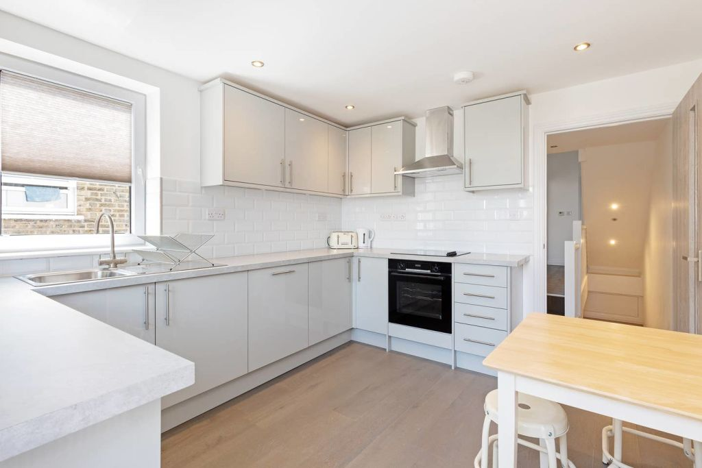 image 9 furnished 4 bedroom Apartment for rent in Fairfield, Croydon