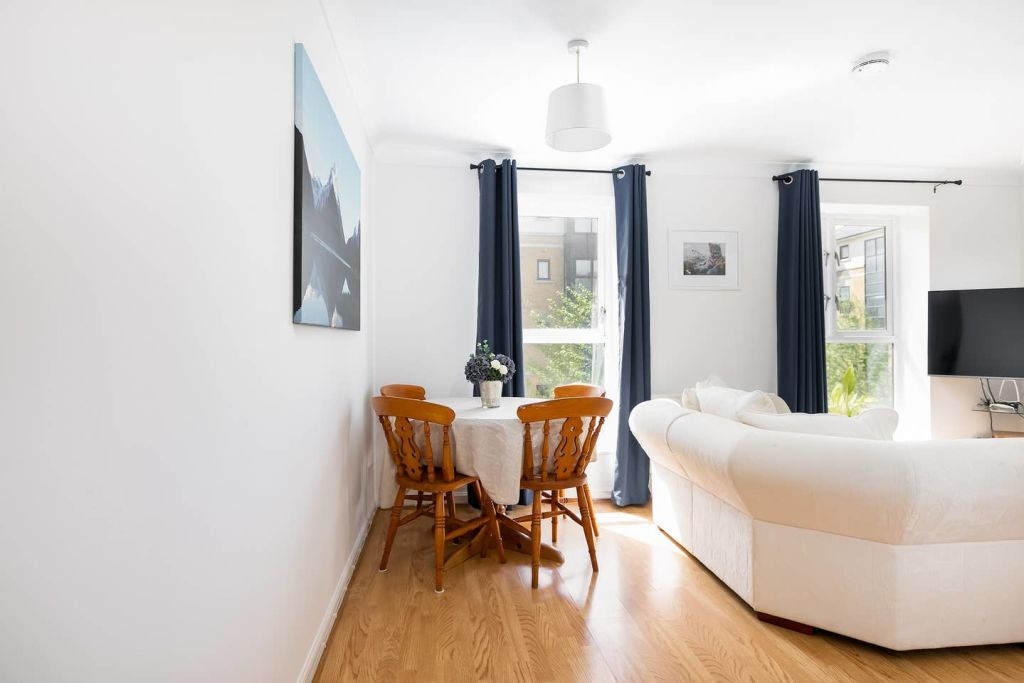 image 4 furnished 2 bedroom Apartment for rent in Silvertown, Newham