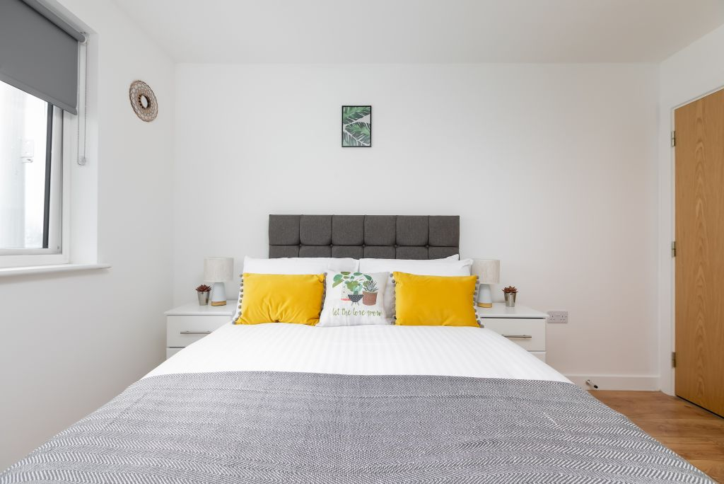 image 2 furnished 2 bedroom Apartment for rent in Enfield Town, Enfield