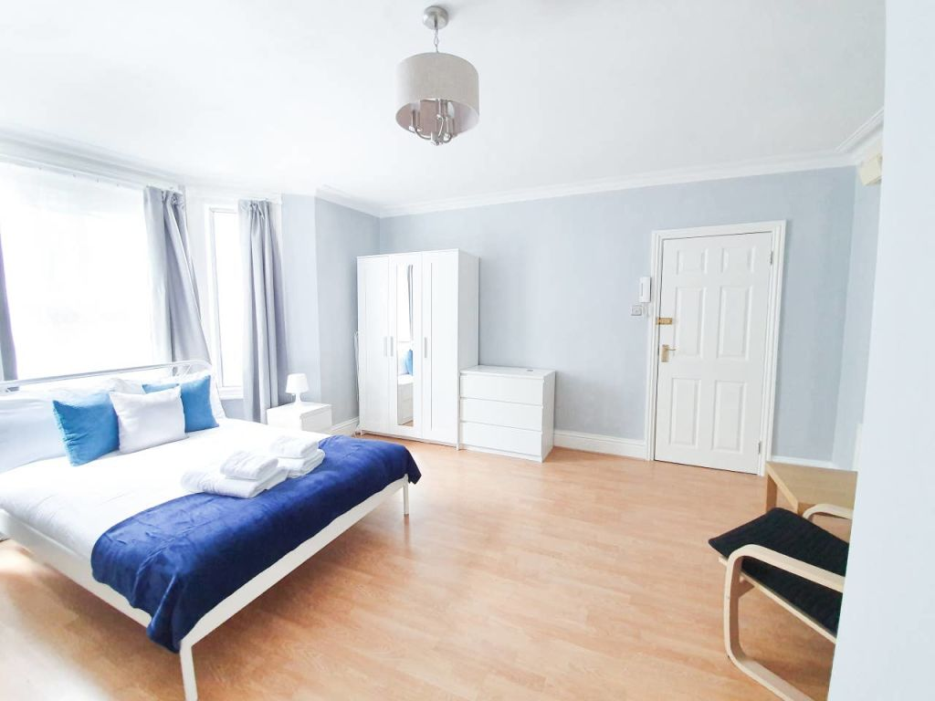 image 10 furnished 1 bedroom Apartment for rent in Ealing, Ealing