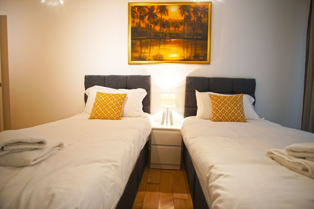 image 3 furnished 2 bedroom Apartment for rent in Poplar, Tower Hamlets