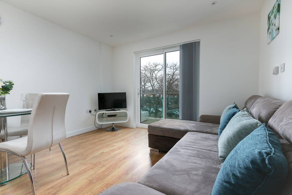 image 1 furnished 1 bedroom Apartment for rent in Enfield Town, Enfield