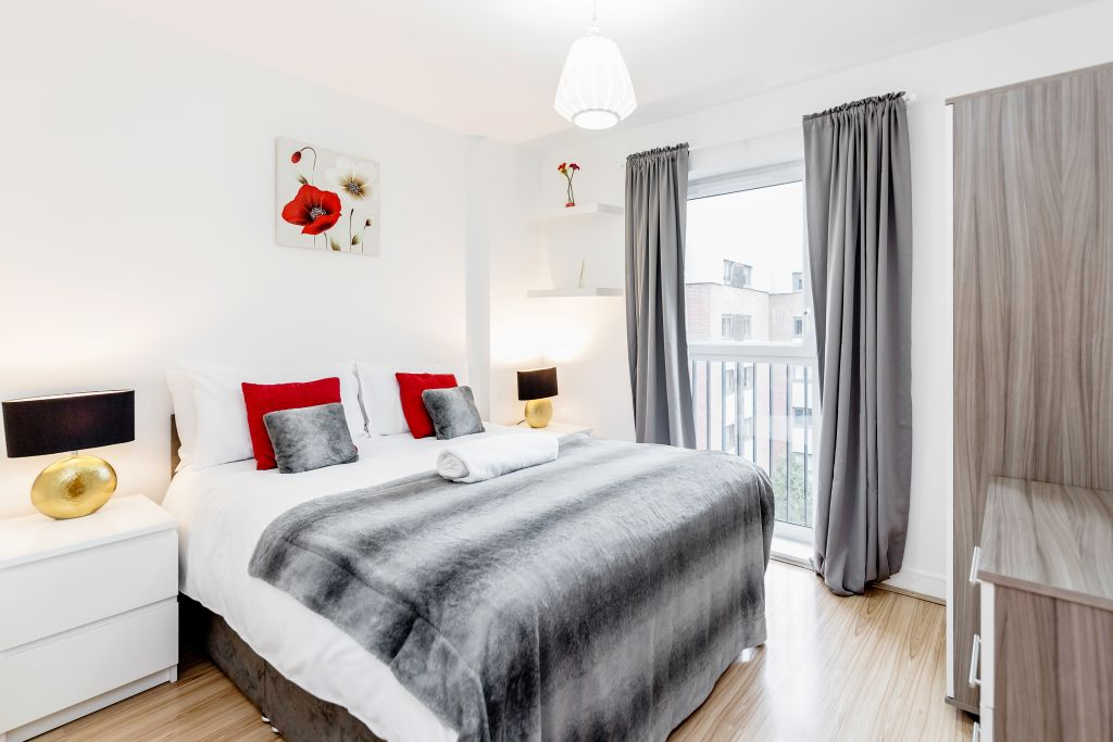 image 1 furnished 2 bedroom Apartment for rent in Romford, Havering