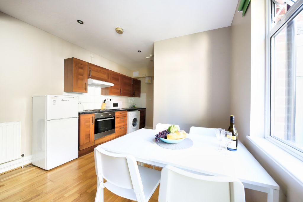 image 2 furnished 1 bedroom Apartment for rent in Cricklewood, Barnet