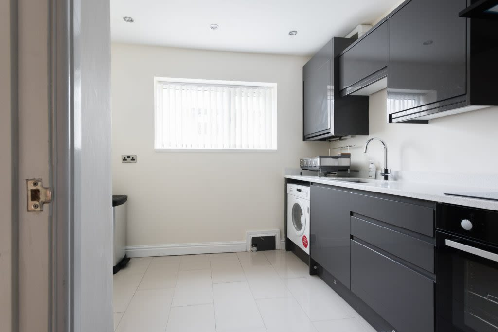 image 5 furnished 4 bedroom Apartment for rent in Ladywood, Birmingham
