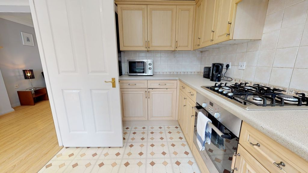 image 8 furnished 3 bedroom Apartment for rent in Welwyn Hatfield, Hertfordshire