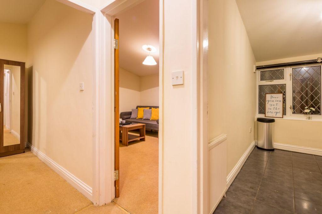 image 2 furnished 1 bedroom Apartment for rent in Stevenage, Hertfordshire