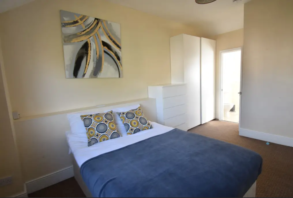 image 1 furnished 4 bedroom Apartment for rent in Earlsdon, Coventry