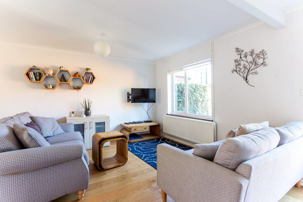 image 1 furnished 2 bedroom Apartment for rent in Cambridge, Cambridgeshire