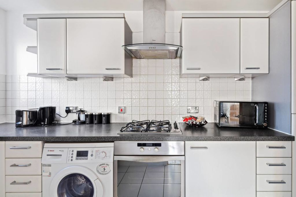 image 7 furnished 2 bedroom Apartment for rent in Cubitt Town, Tower Hamlets
