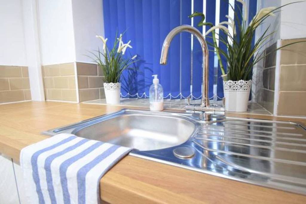 image 6 furnished 4 bedroom Apartment for rent in Sydenham, Belfast City