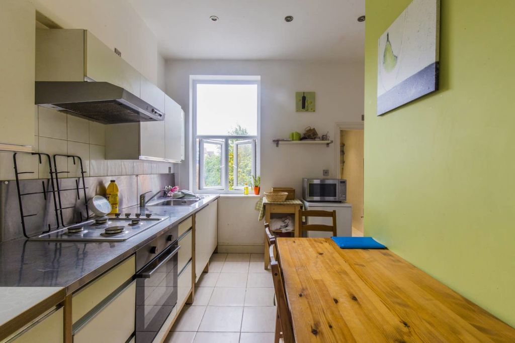 image 2 furnished 3 bedroom Apartment for rent in West Hampstead, Camden