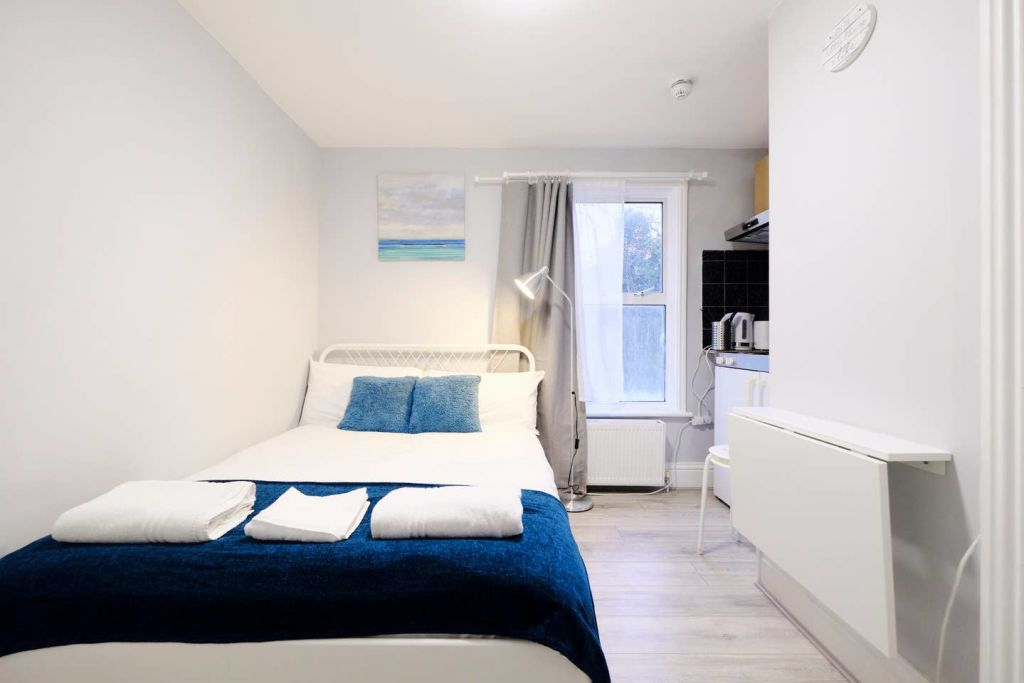 image 1 furnished 1 bedroom Apartment for rent in Acton, Ealing
