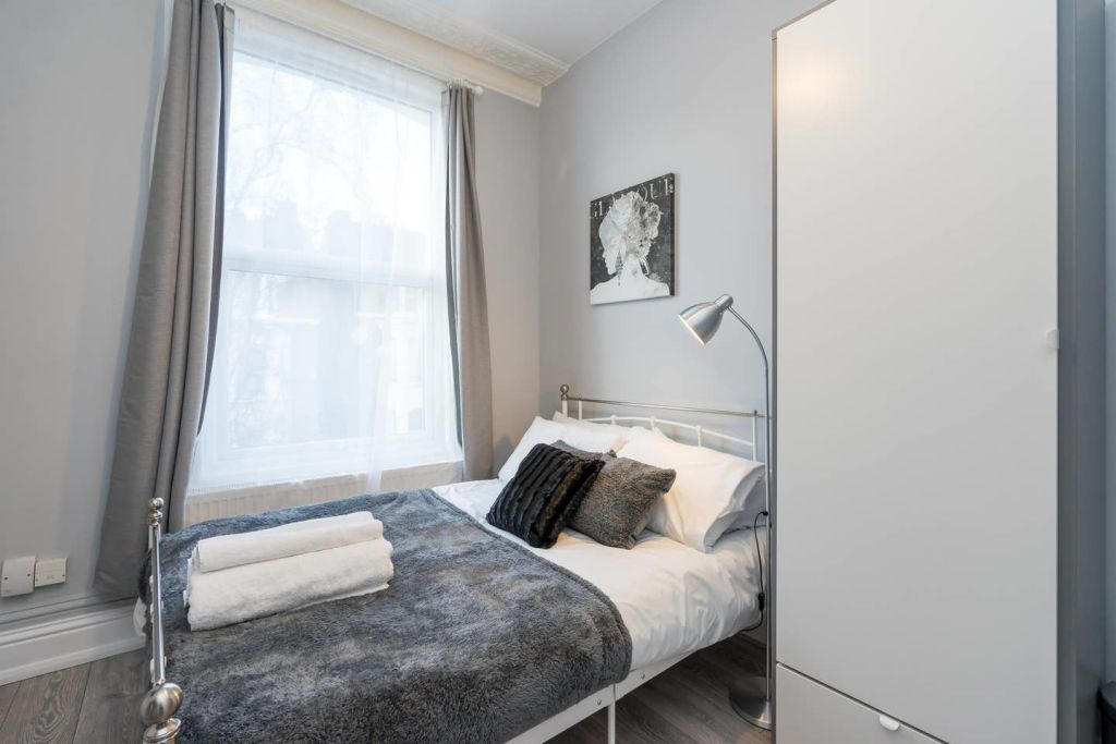 image 4 furnished 1 bedroom Apartment for rent in Ealing, Ealing