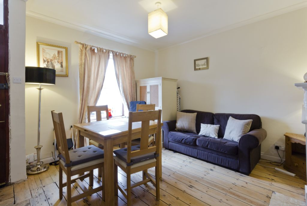 image 9 furnished 3 bedroom Apartment for rent in Belmont, Sutton