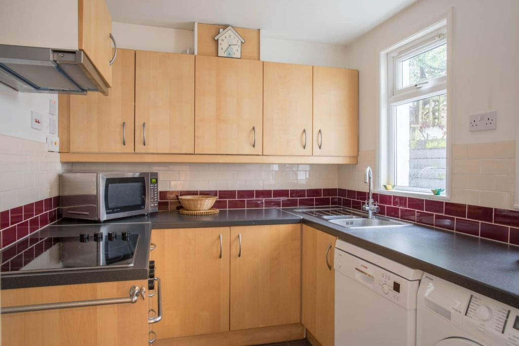 image 5 furnished 3 bedroom Apartment for rent in Cricklewood, Barnet