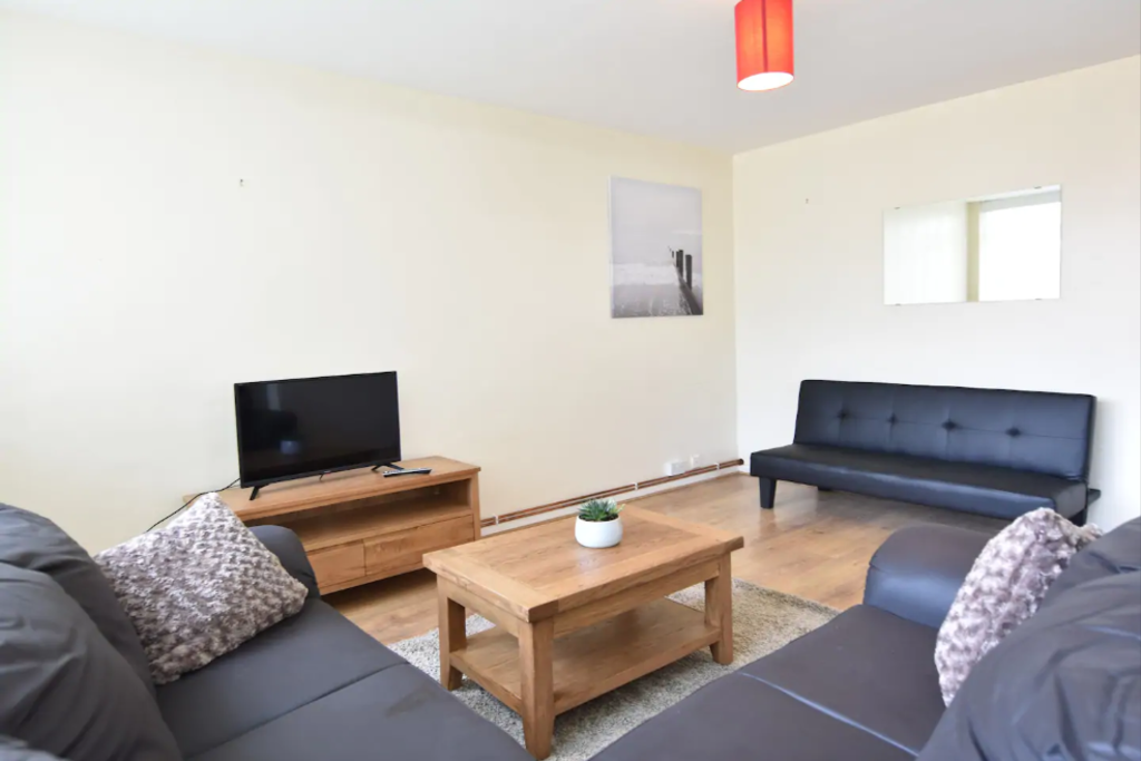 image 3 furnished 2 bedroom Apartment for rent in Cheylesmore, Coventry