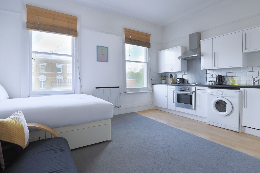 image 1 furnished 1 bedroom Apartment for rent in Shepherds Bush, Hammersmith Fulham