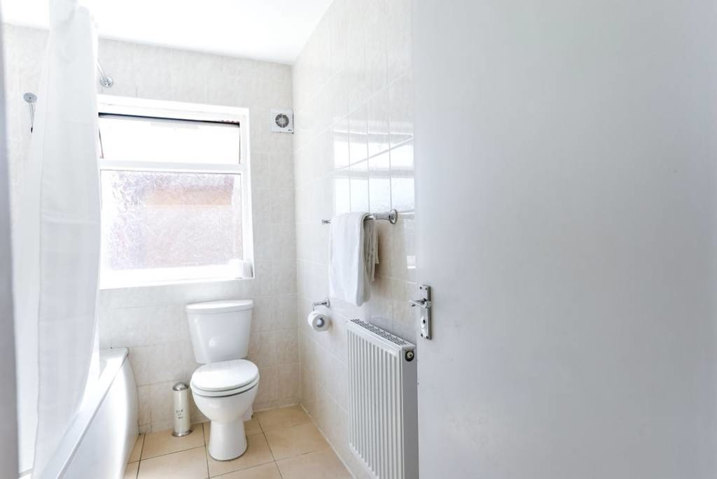 image 6 furnished 2 bedroom Apartment for rent in Edmonton, Enfield